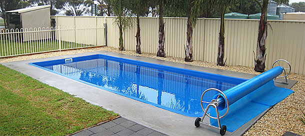 Warracknabeal Accommodation - Swimming Pool at Country Roads Motor Inn